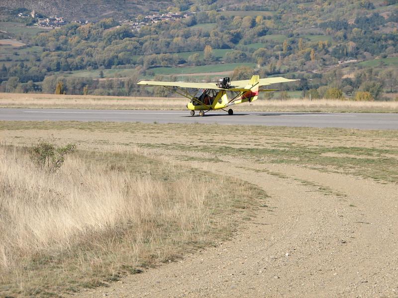La Cerdanya preparando el avion, quitar el hielo, y una hora,15 minutos de despegues la mayoria rumbo a Ordis  (11)