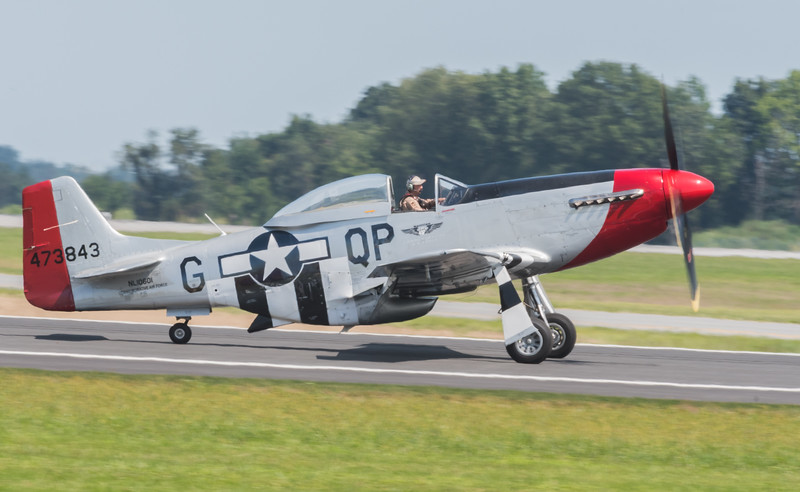 WW2 P-51 Mustang taxiing back to the ramp
