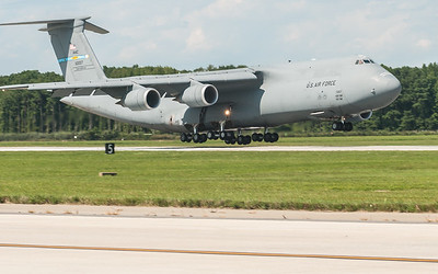 C-5 Super Galaxy landing on Runway 14 - 32