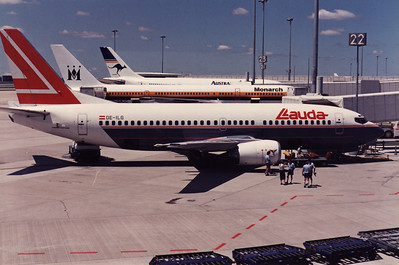 OE-ILG LAUDA AIR B737-300  DURING THE 1989 PILOTS STRIKE