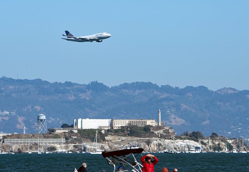 Dreamliner over Alcatraz