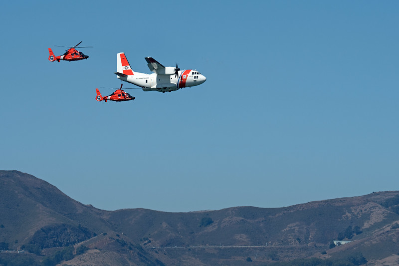 Coastguard plane with 2 rescue helicopters
