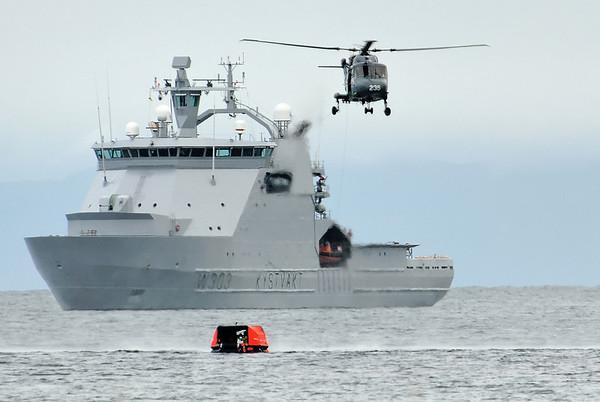 K/V Svalbard, Westland Lynx during  SAR Demo