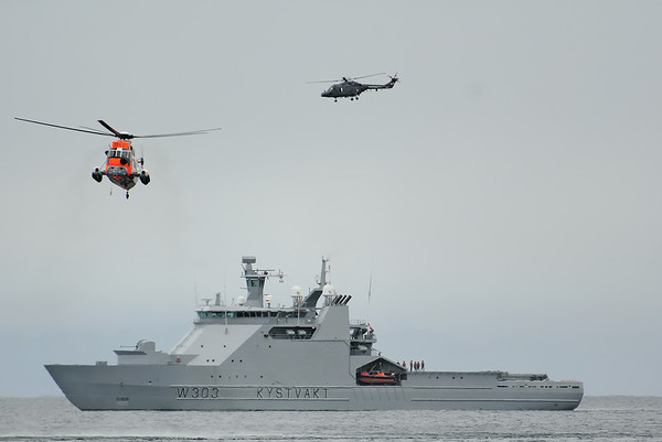 K/V Svalbard, Westland Lynx and Westland Seak King during  SAR Demo