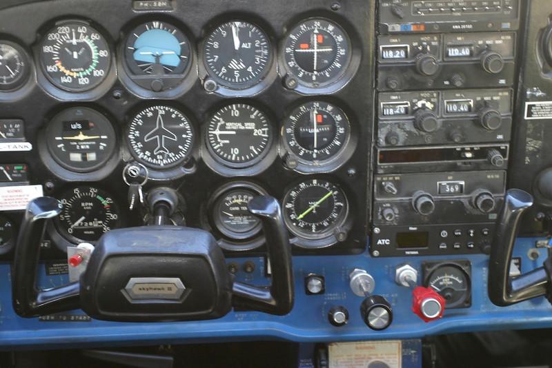 Instrument panel, just like in MS Flight Sim