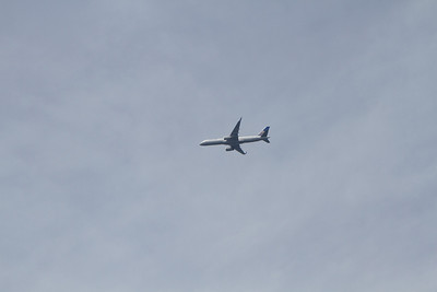 United 757 passing overhead. - Copyright (c) 2012 Daniel Noe