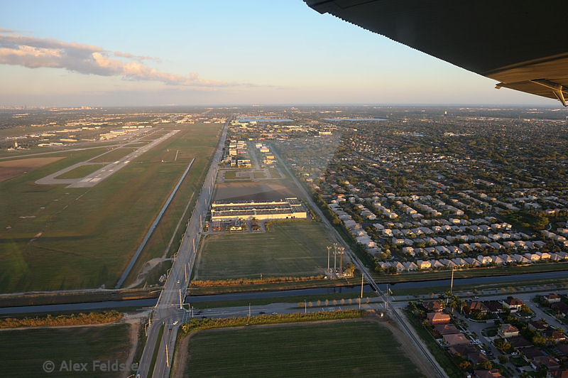 Left pattern on Kendall-Tamiami (KTMB) Rwy 27L