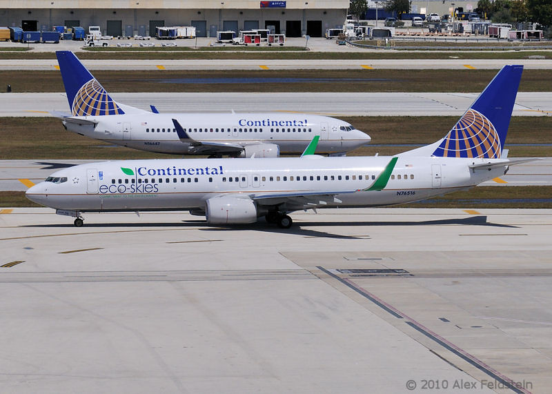 """Continental Airlines """"Eco-Skies"""" Boeing 737-824"""