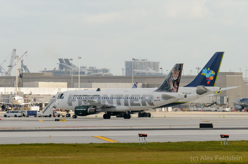 Frontier Airbus A319-111 and Azul Airbus A330