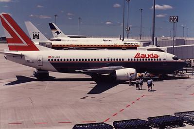 OE-ILG LAUDA AIR B737-300