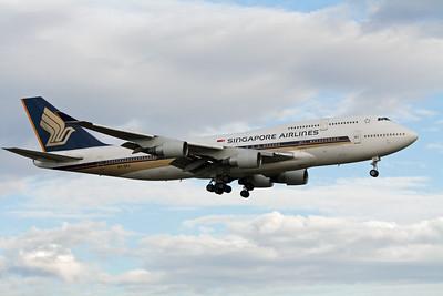 Singapore Airlines Boeing 747-400 9V-SPJ