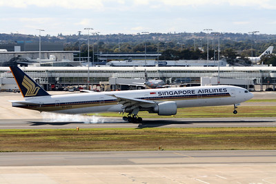 Singapore Airlines Boeing 777-300 9V-SWE