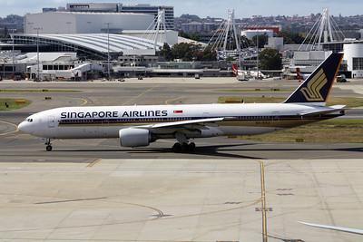 Singapore Airlines Boeing 777-212ER 9V-SVJ