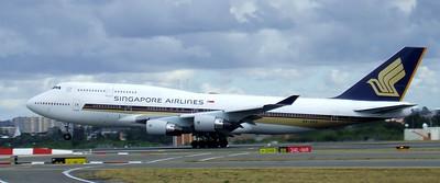 Singapore Airlines Boeing 747-400 9V-SPQ