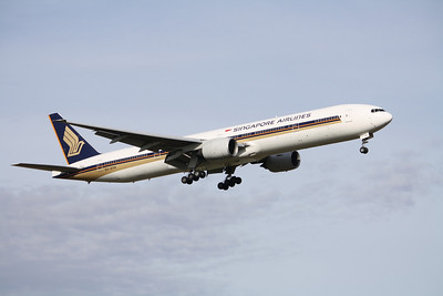 Singapore Airlines Boeing 777-312 9V-SYK
