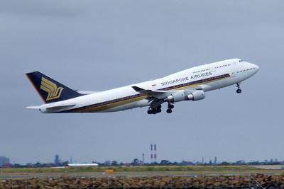 Singapore Airlines Boeing 747-400 9V-SPI
