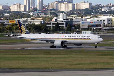 Singapore Airlines Boeing 777-312ER 9V-SWE