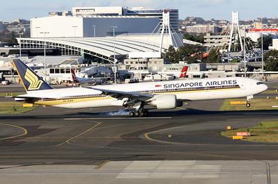 Singapore Airlines Boeing 777-312ER 9V-SWK