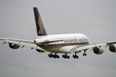 Singapore Airlines Airbus A380-800 9V-SKI