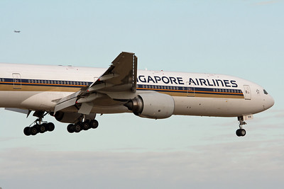 Singapore Airlines Boeing 777-300 9V-SYH