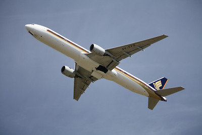 SINGAPORE AIRLINES 9V-SYG B777-300