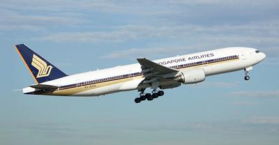 Singapore Airlines Boeing 777-212ER 9V-SVG