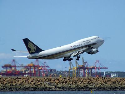 Singapore Airlines Boeing 747-412 9V-SMZ