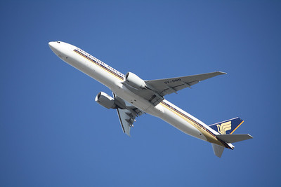 Singapore Airlines Boeing 777-312ER 9V-SWN
