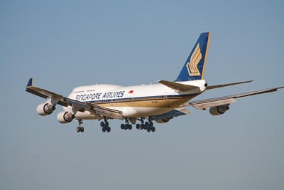 Singapore Airlines Boeing 747-400 9V-SPO