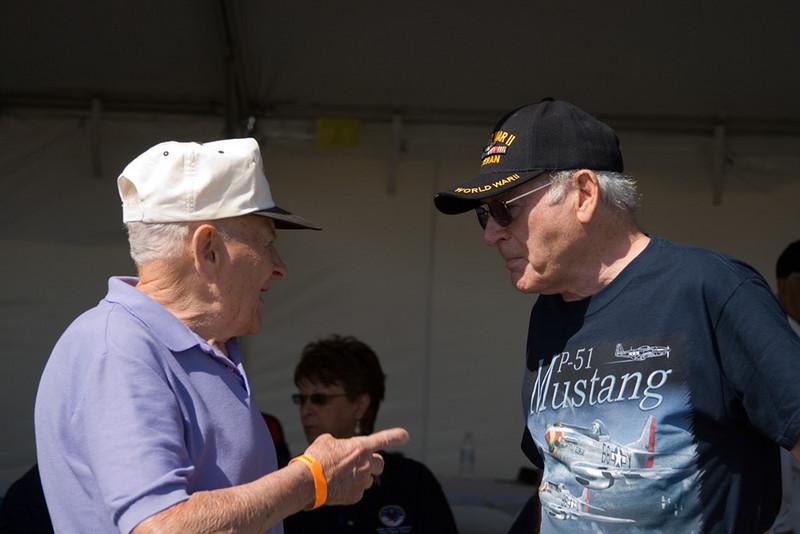 William Bunn talks with another 31st FG veteran.