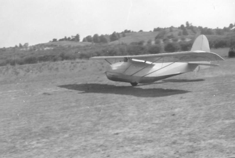 Bill Prescott in Franklin secondary sailplane taking off on winch launch.
