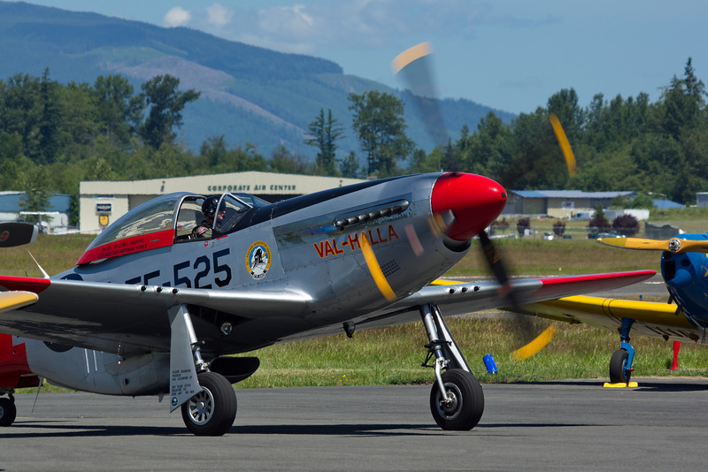 """Easing into a crowded tarmac area - P51-D Mustang """"Val-Halla"""" FF-525"""