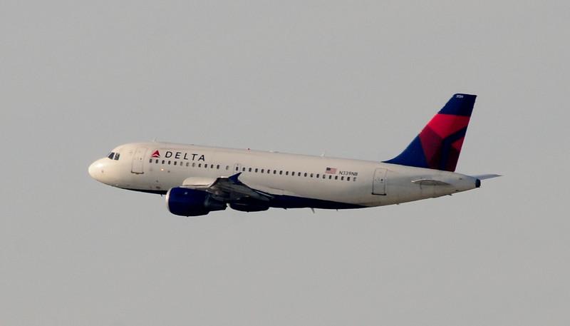 An Airbus A319 cruises the Atlanta morning sky!