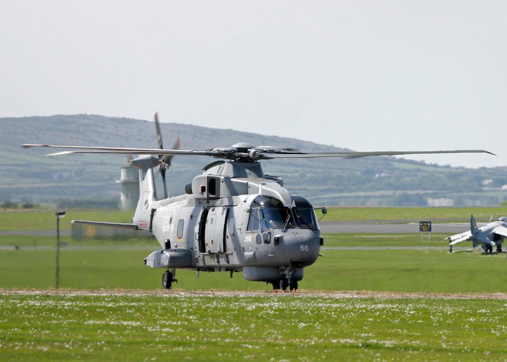 ZH856 AgustaWestland EH101 Merlin HM1 (RNAS Culdrose) Royal Navy 2