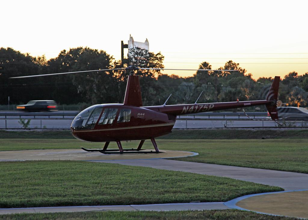 N4175P Robinson R44II (Orlando - International Drive) Gillian Blue GP