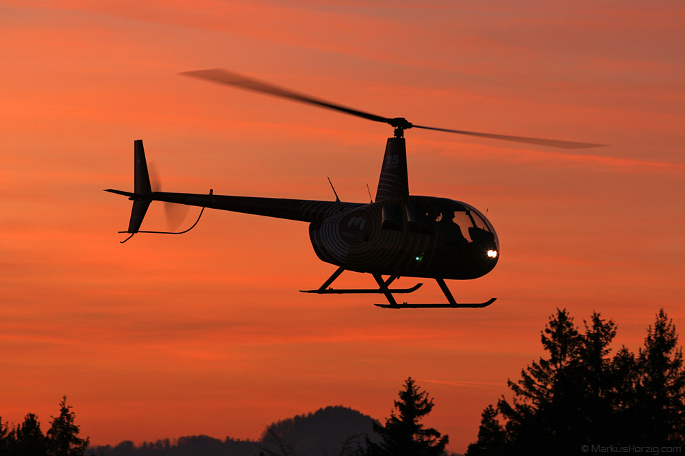 HB-ZGM R44 Raven II Mountain Flyers @ Chutzen Switzerland 28Dec06