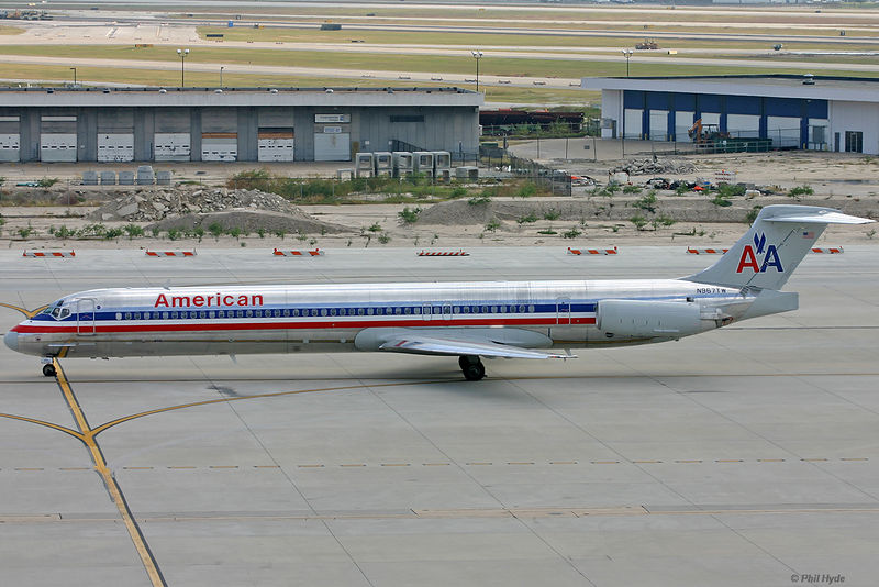 American Airlines MD-83, N957TW