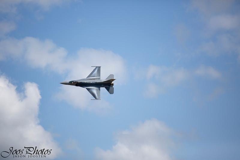 F-16 High speed pass