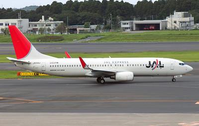 JA330J JAPAN AIRLINES B737-800