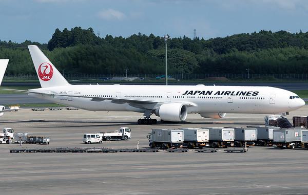 JA740J JAPAN AIRLINES B777-300