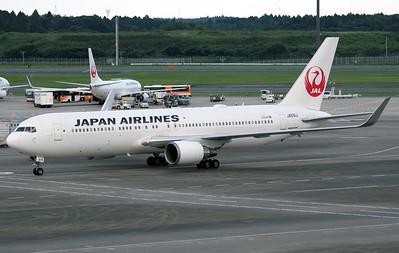 JA616J JAPAN AIRLINES B767-300