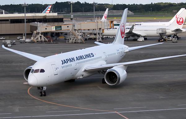 JA825J JAPAN AIRLINES B787-8