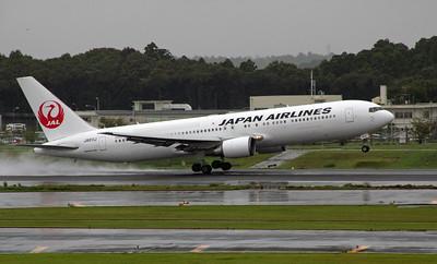JA611J JAPAN AIRLINES B767-300