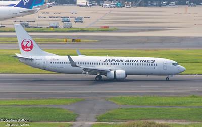 JA302J  JAPAN AIRLINES B737-800