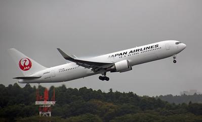JA608J JAPAN AIRLINES B767-300