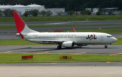 JA304J JAPAN AIRLINES B737-800
