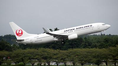 JA320J JAPAN AIRLINES B737-800