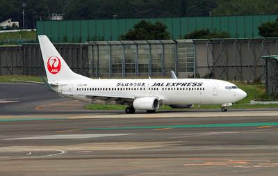 JA377J JAPAN AIRLINES B737-800