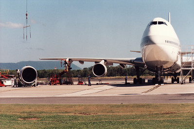 JAPAN AIRLINES B747-200 ENGINE CHANGE.