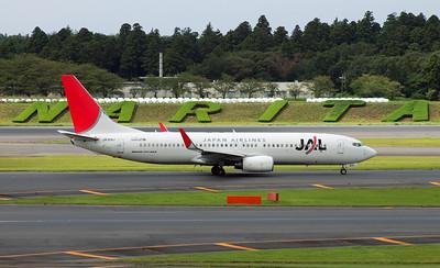 JA305J JAPAN AIRLINES B737-800